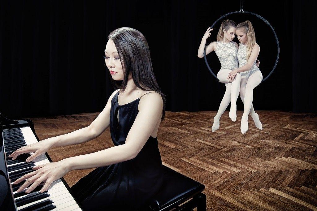 Pianistin und Aerial Hoop für Event und Hochzeitsfeier